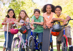 Group_of_children_on_bikes