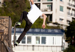 Skateboarder_on_Halfpipe