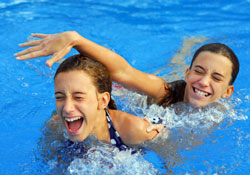 Teen_Girls_Swimming_Pool